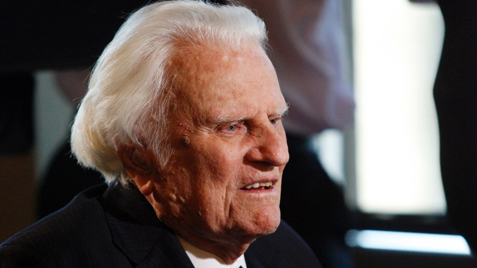 Procession for Billy Graham reaches library