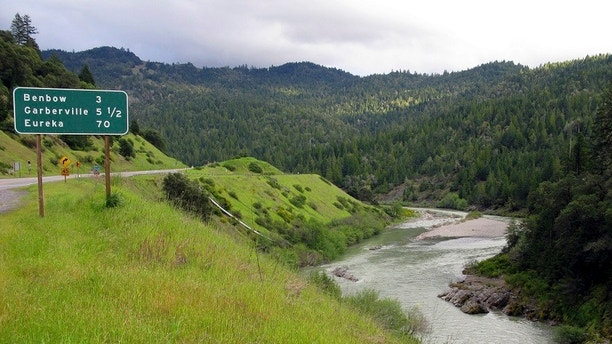 The Eel River runs along Highway 101 as it veers north toward Humboldt County, California April 13, 2010. Pot pays bills in this northern California enclave, home to hippies and good boys who They defend the healing and economic benefits of the herb. Photo taken on April 13, 2010. To match the feature CALIFORNIA-MARIJUANA / REUTERS / Alexandria Sage (UNITED STATES - Tags: ENVIRONMENTAL SOCIETY OF CRIME LAW) - GM1E64M1LF301