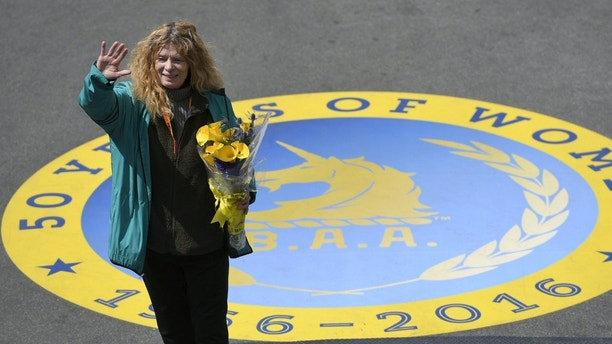 """Roberta """"Bobbi"""" Gibb , the first woman to finish the Boston Marathon 50 years ago in 1966, waves to the crowd after ceremonially breaking a finish-line tape during the 120th running of the Boston Marathon in Boston, Massachusetts April 18, 2016. REUTERS/Gretchen Ertl Picture Supplied by Action Images - MT1ACI14354633"""