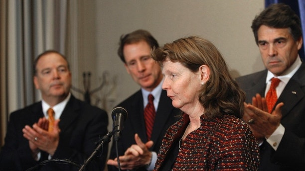 Susette Kelo, foreground, is applauded before speaking at a news conference Thursday, Jan. 22, 2009, in Austin, Texas. Those in the background, left to right: Rep. Rob Orr, R-Burleson; Sen. Robert Duncan, R-Lubbock; Texas Gov. Rick Perry.  Kelo was the lead plaintiff in Kelo v. City of New London, Connecticut, where the U.S. Supreme Court ruled that private property can be taken through eminent domain for economic development projects.  (AP Photo/Harry Cabluck)