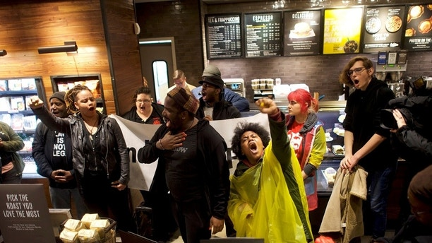 Protestors demonstrate inside a Center City Starbucks, where two black men were arrested, in Philadelphia, Pennsylvania, U.S., April 16, 2018.  REUTERS/Mark Makela TPX IMAGES OF THE DAY - RC11DAB5D1A0