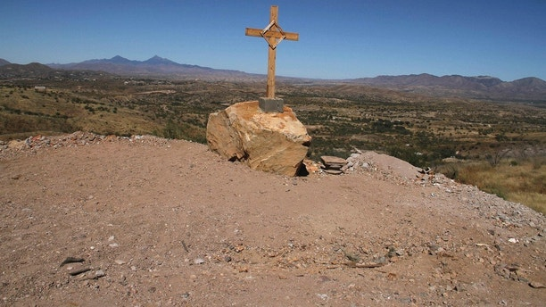 A cross is seen at the U.S.-Mexico border near the site where Jose Antonio Elena Rodriguez was found dead in Nogales October 14, 2012. A U.S. Border Patrol agent fired at suspected drug smugglers across the border into Mexico late October 10, and in the shooting the 16-year-old Mexican youth was killed, according to local media. REUTERS/Alonso Castillo (MEXICO - Tags: CRIME LAW DRUGS SOCIETY) - GM1E8AF102901