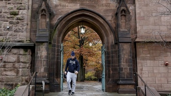 A student walks on the campus of Yale University in New Haven, Connecticut November 12, 2015. More than 1,000 students, professors and staff at Yale University gathered on Wednesday to discuss race and diversity at the elite Ivy League school, amid a wave of demonstrations at U.S. colleges over the treatment of minority students. REUTERS/Shannon Stapleton - RTS6PQX