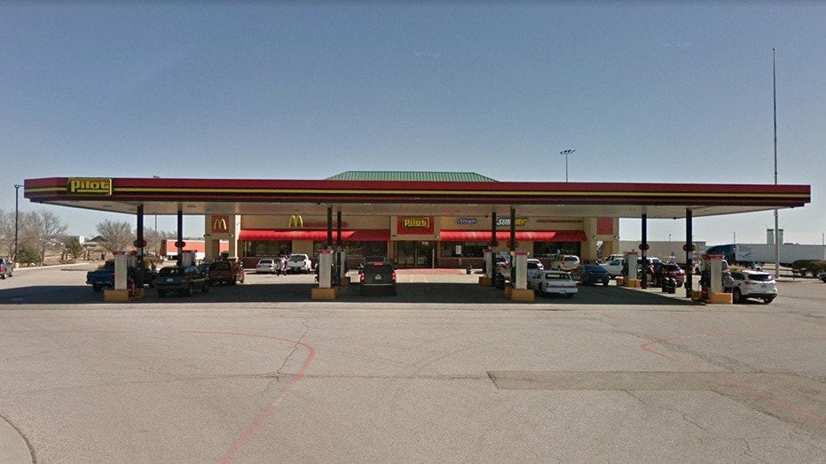 Pilot Flying J is refuting claims about the American flag not being flown at this location in Amarillo, Texas.
