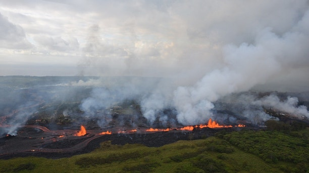 Lava flows downhill in this helicopter overflight image of Kilauea Volcano's lower East Rift zone during ongoing eruptions in Hawaii, U.S. May 19, 2018. Picture taken May 19, 2018.   USGS/Handout via REUTERS    ATTENTION EDITORS - THIS IMAGE HAS BEEN SUPPLIED BY A THIRD PARTY. - RC1D237CC9D0