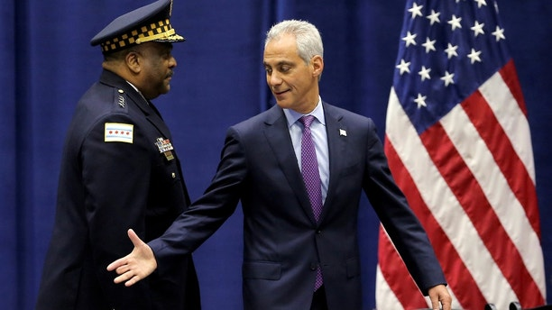 Chicago Mayor Rahm Emanuel and Police Superintendent Eddie Johnson arrive on stage for Rahm's speech on the city's surge in violence in Chicago, Illinois, U.S., September 22, 2016. REUTERS/Jim Young  - S1BEUCVXLHAB