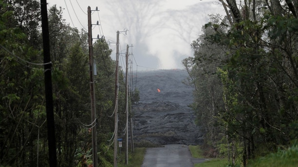 The Kilauea lava flow cuts off Kahukai Street, in the Leilani Estates near Pahoa, Hawaii, U.S., May 29, 2018.  REUTERS/Marco Garcia     TPX IMAGES OF THE DAY - RC11CC78A520