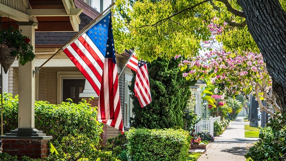 Veteran says he's forced to sell home after HOA fines him for hanging US flag in flower pot