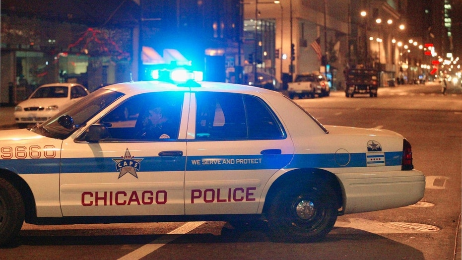 A shooting in Chicago's East Garfield Park neighborhood left one man dead and six injured, police say.