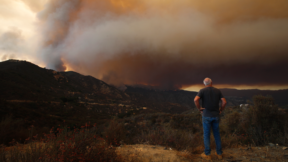 Holy Fire: 21,000 evacuated as California blaze inches to Lake Elsinore