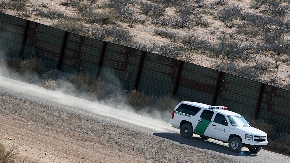 A border agent in California was assaulted by illegal immigrants crossing in from Mexico.