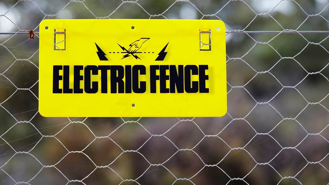Virginia man erects electrified fence near school bus stop to keep kids off property