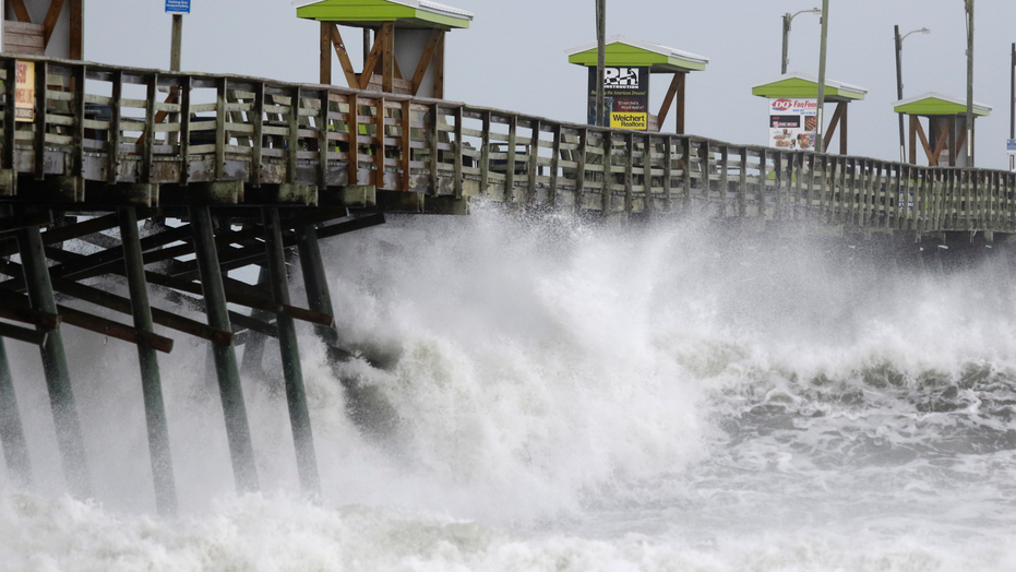 Florence begins slow assault on Carolinas