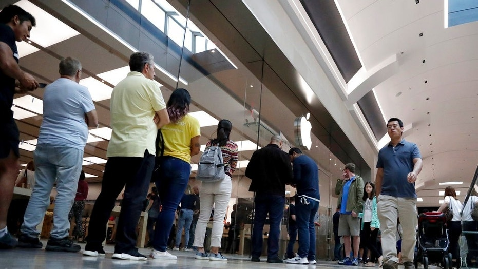 17 people charged in a string of Apple store robberies