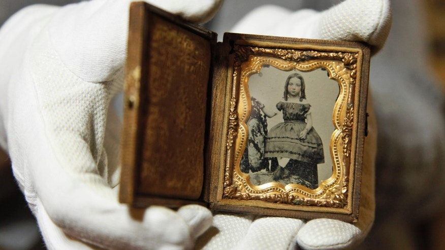 Museum posts Civil War photos in search of girls&#x27&#x3b; identities