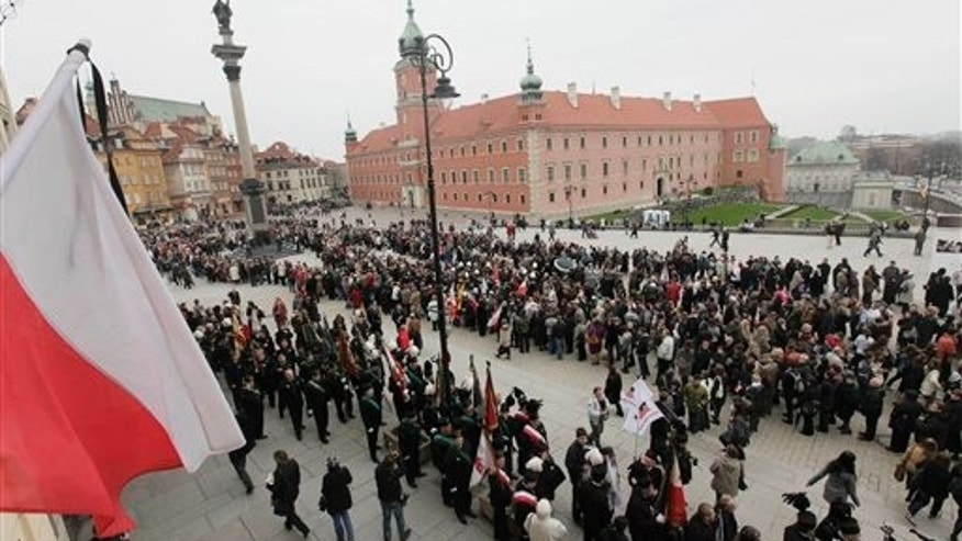 Thousands of people line up near the Presidential Palace in Warsaw to pay tribute at the coffins of President Kaczynski and his wife in the presidential palace.