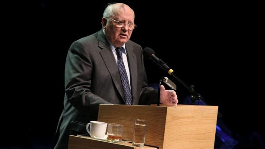 "Former Soviet leader Mikhail Gorbachev urged Mexicans during a visit Monday to Ciudad Juarez to learn the lessons that come from ""violent changes"" and work toward strengthening national unity."
