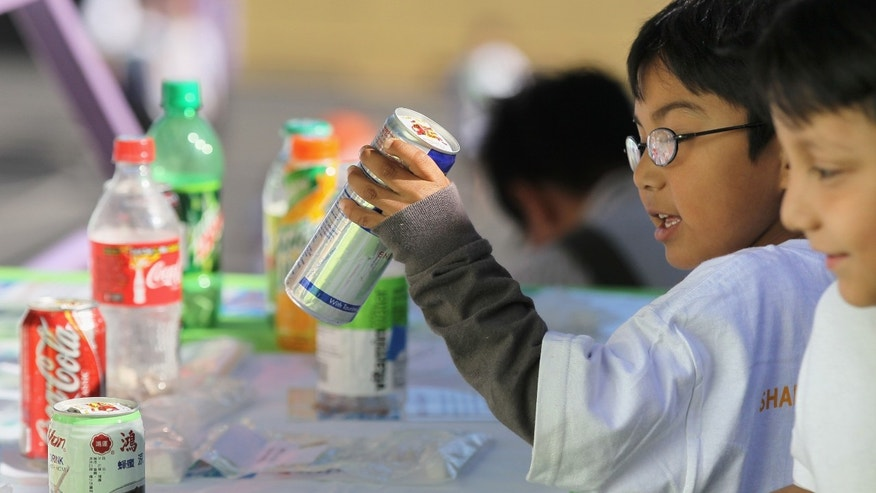SAN FRANCISCO - NOVEMBER 12:  A student at Fairmount Elementary School looks at a display showing how much sugar is in soft drinks and juices on November 12, 2010 in San Francisco, California. (Photo by Justin Sullivan/Getty Images)