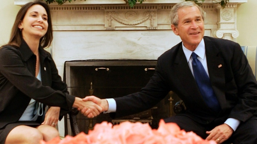 WASHINGTON - MAY 31:  U.S. President George W. Bush (R) shakes hands with Maria Corina Machado (L), Executive Director of Sumate, May 31, 2005 in the Oval Office of the White House in Washington, DC. Sumate is an organization that helps Venezuelan people to fight for their political rights.  (Photo by Alex Wong/Getty Images)