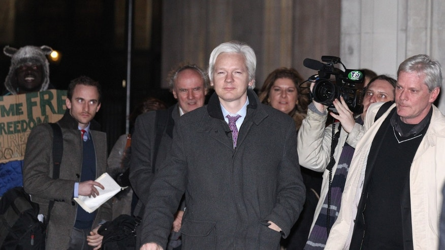 LONDON, ENGLAND - FEBRUARY 02:  Julian Assange (C), the founder of the WikiLeaks whistle-blowing website, leaves the Supreme Court on February 02, 2012 in London, England. Mr Assange is appearing in court for his final UK appeal against his extradition to Sweden, where he is sought for questioning over alleged sex crimes.  (Photo by Oli Scarff/Getty Images)