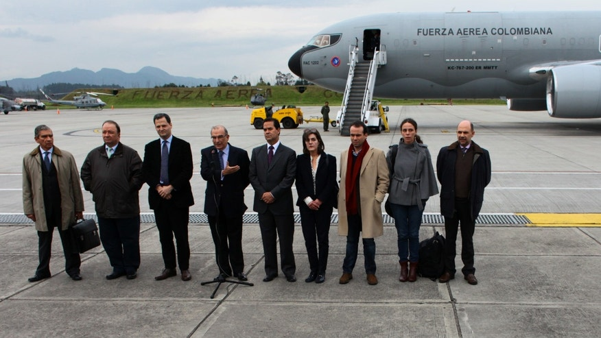 Oct. 16, 2012: Colombia&#39&#x3b;s government team for the peace talks with Colombia&#39&#x3b;s Revolutionary Armed Forces ( FARC ) pose for a photo before embarking on an Colombian Air Force plane to Oslo at the military airport in Bogota, Colombia.