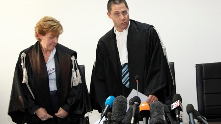 Oct. 22, 2012: Judge Marco Billi, right, reads the verdict at L'Aquila court, Italy.