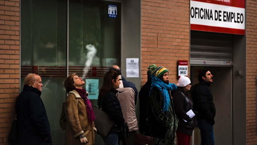 People queue to enter a government job center in Madrid, Tuesday, Dec. 4, 2012. The number of people officially registered as unemployed in Spain has edged up toward 5 million as the country's recession shows few signs of abating and its struggling banks await crucial bailout cash, Spain's Labor Ministry said Tuesday.  (AP Photo/Daniel Ochoa de Olza)