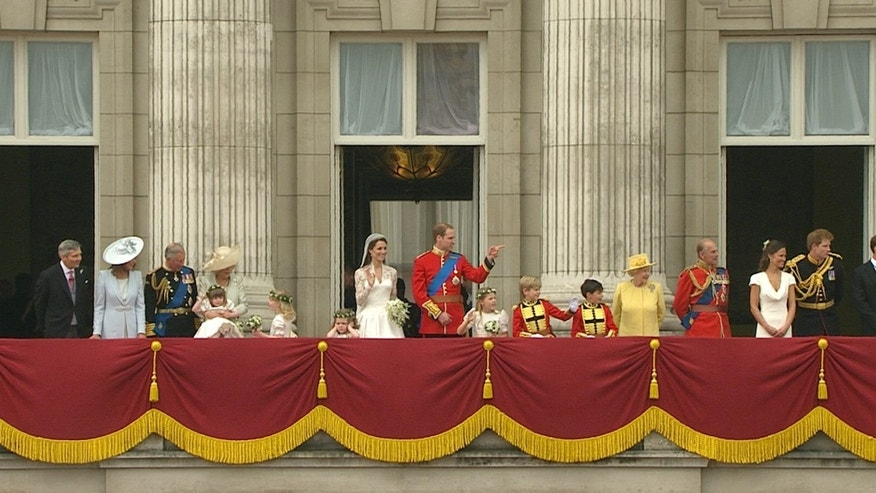 Britain's Prince William, center right, stands on the balcony of Buckingham Palace with his wife, Kate, the Dutchess of Cambridge, center left, and other royals after the Royal Wedding in London on Friday, April, 29, 2011.