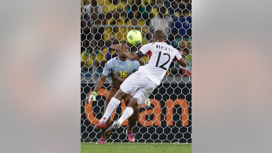 Mali's captain Seydou Keita heads the ball past South Africa's goalkeeper Itumeleng Khune to score, in their African Cup of Nations quarterfinal soccer match, at Moses Mabhida Stadium in Durban, South Africa, Saturday, Feb. 2, 2013. (AP Photo/Rebecca Blackwell)