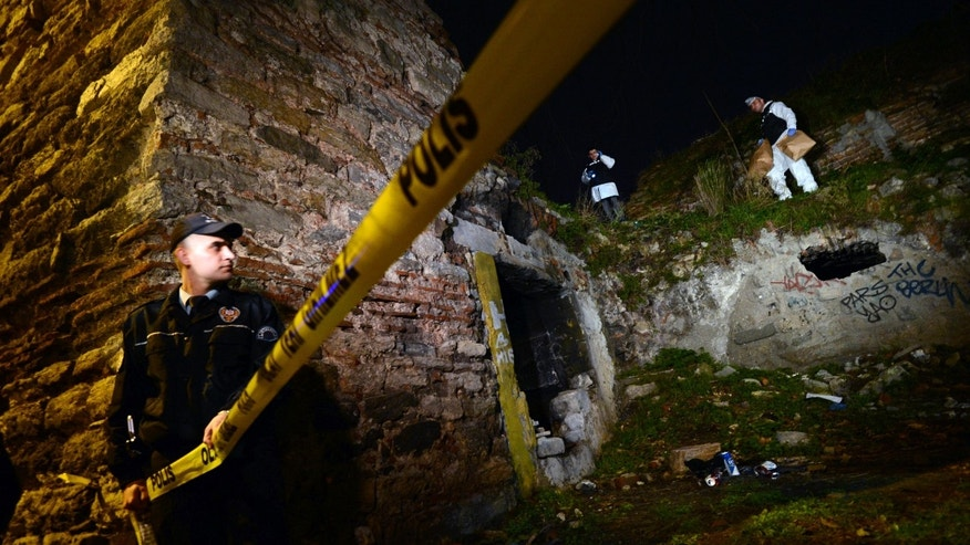 Police forensics search for missing New York City woman Sarai Sierra near the remnants of some ancient city walls in low-income district of Sarayburnu in Istanbul, Turkey, late Saturday, Feb. 2, 2013. (AP Photo)