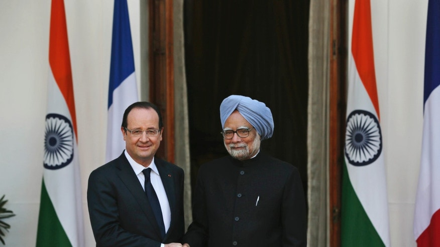 French President Francois Hollande, left, poses with Indian Prime Minister Manmohan Singh, before delegation level talks in New Delhi, India, Thursday, Feb. 14, 2013. Hollande is on a two-day visit to India. (AP Photo/Manish Swarup)