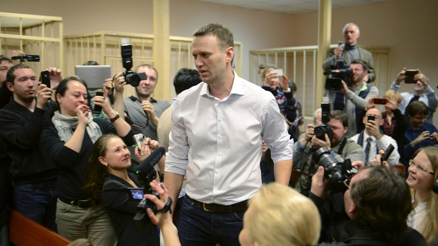 Russian opposition leader Alexei Navalny, centre, enters a courtroom to attend a trial in Kirov, Russia, Wednesday, April 17, 2013. The trial of Navalny accused of embezzling half a million dollars' worth of timber from a state-run company has started in the northwestern city. (AP Photo/Mitya Aleshkovskiy)
