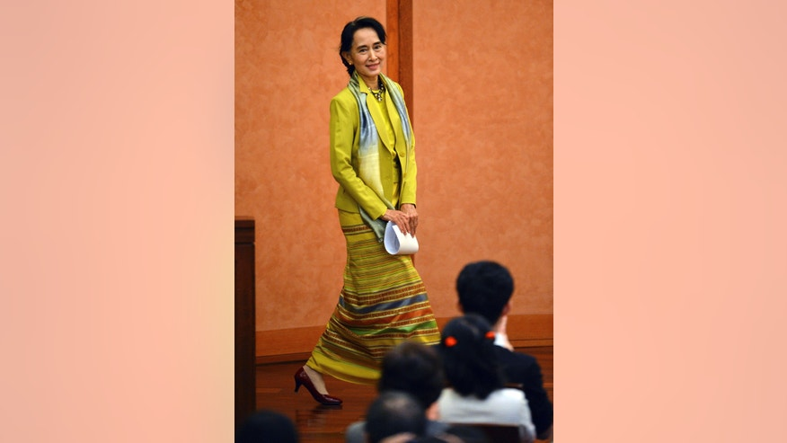 Myanmar opposition leader Aung San Suu Kyi smiles upon arrival at the University of Tokyo to deliver a speech in Tokyo Wednesday, April 17, 2013. Suu Kyi is currently on a weeklong visit to Japan. (AP Photo/Yoshikazu Tsuno, Pool)
