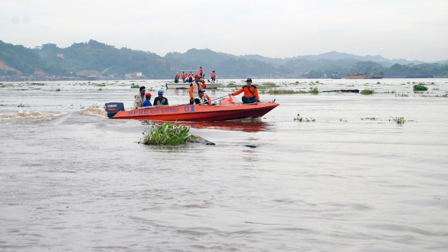 Rescuers search for victims after a boat carrying workers of wood processing companies sank in Mahakam river, in Loa Janan, East Kalimantan, Indonesia, Thursday, April 18, 2013. Rescuers battled strong currents and murky water Thursday while searching for dozens of missing workers feared dead after the boat capsized during a river crossing in central Indonesia. (AP Photo)