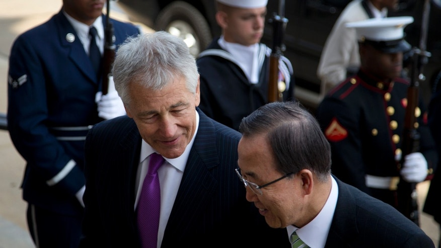 Defense Secretary Chuck Hagel, left, escorts United Nations Secretary General Ban Ki-moon into the Pentagon as Ban Ki-moon  arrives for an honor cordon, Thursday, April 18, 2013. (AP Photo/Carolyn Kaster)