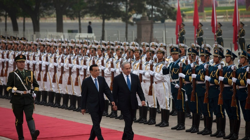 Chinese Premier Li Keqiang, center left, walks with Israeli Prime Minister Benjamin Netanyahu, center right, as they review an honor guard during a welcome ceremony outside the Great Hall of the People in Beijing Wednesday, May 8, 2013. (AP Photo/Alexander F. Yuan)