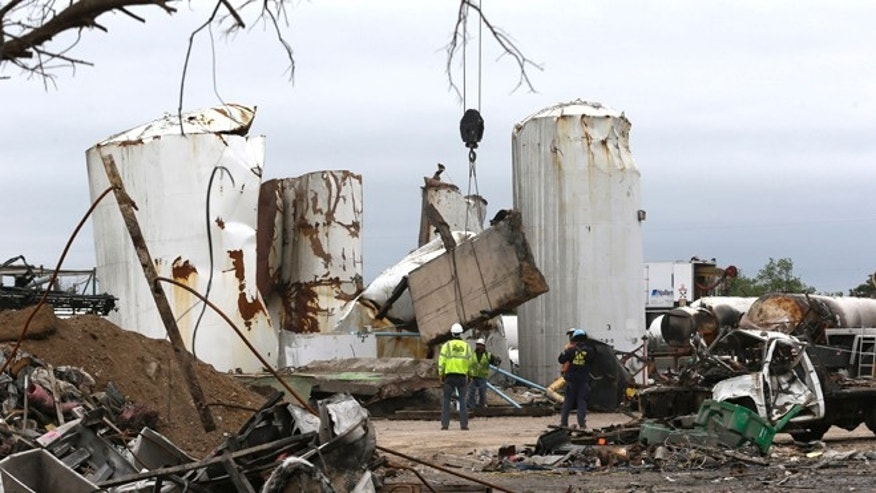 FILE - In this May 2, 2013, file photo investigators move and look through the debris of the destroyed fertilizer plant in West, Texas. Texas law enforcement officials launched a criminal investigation Friday, May 10, 2013, into the massive explosion last month that killed 14 people.   (AP Photo/LM Otero, Pool)