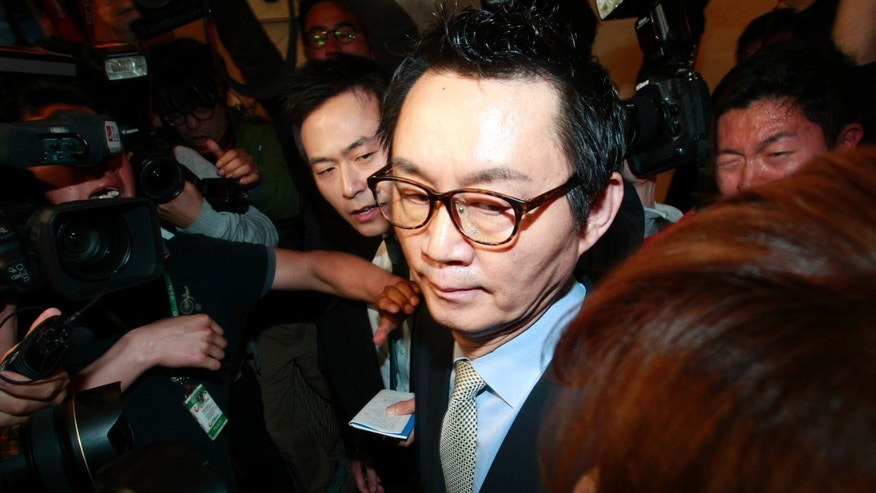 "South Korean President Park Geun-hye's spokesman Yoon Chang-jung surrounded by journalists leaves after a press conference in Seoul, South Korea, Saturday, May 11, 2013. Park fired Yoon because of what her office said Friday was a ""disgraceful incident"" during Park's trip to the United States, in what could be a domestic blow after an otherwise widely praised appearance in Washington. Without elaborating, the presidential Blue House said on its website that unspecified actions by Yoon marred the government's dignity. (AP Photo/Ahn Young-joon)"