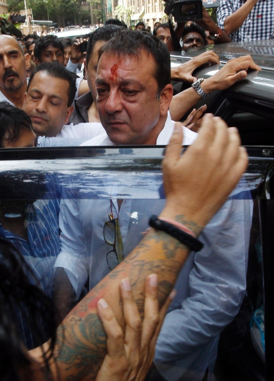 Bollywood star Sanjay Dutt surrenders in court to serve ...