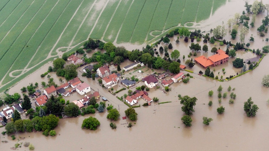 June 3, 2013 - Aerial view of the swollen Vltava river´s flooded Mirejovice village near Kralupy nad Vltavou, about 21 miles north of Prague. Heavy rainfalls cause flooding along rivers and lakes in Germany, Austria, Switzerland and the Czech Republic.