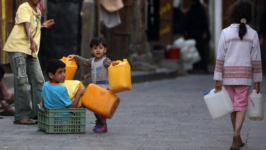 Yemeni children carry jerry cans to fill them from a water point in Sanaa on May 29, 2011. UNICEF called Monday for Yemen to improve safeguards for kids as it discusses how to draft a new constitution, by for instance ensuring access to clean water and battling child marriages.