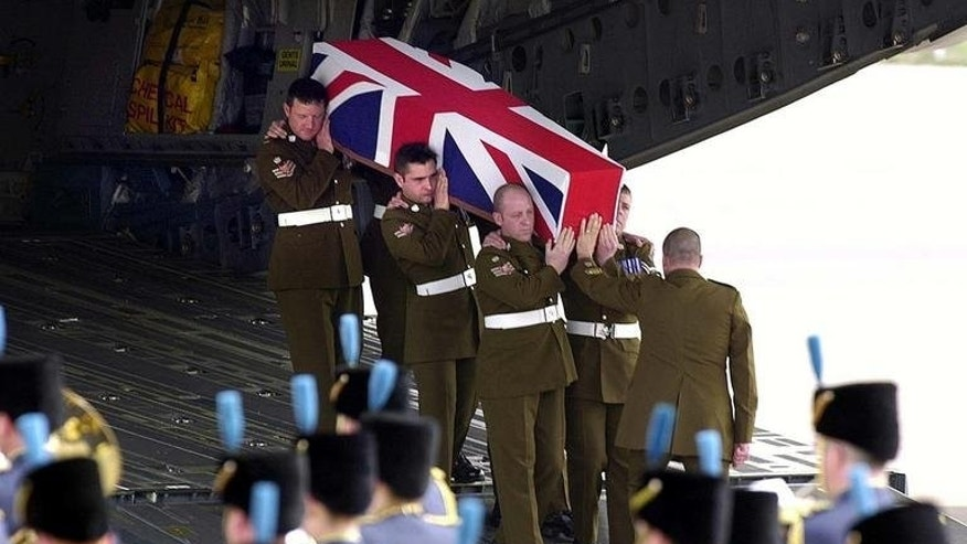 The body of soldier Stephen Allbutt arrives at RAF Brize Norton in Britain on 15 April, 2003, after he was killed in Iraq. Relatives of British soldiers killed while fighting in Iraq can sue the government for negligence and claim damages under human rights law, the Supreme Court in London ruled on Wednesday.