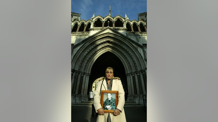 Susan Smith stands outside the Royal Courts of Justice in London on November 6, 2006, with a photo of her son Phillip Hewett, who was killed on 16 July 2005 in Iraq. Relatives of British soldiers killed while fighting in Iraq can sue the government for negligence and claim damages under human rights law, the Supreme Court in London ruled on Wednesday.