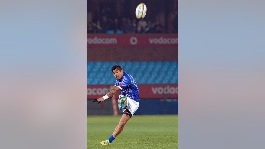 Samoa's player James So'oialo plays a shot during the four-nation tournament rugby final against Sout Africa in Pretoria on June 22, 2013. South Africa defeated 14-man Samoa 56-23.