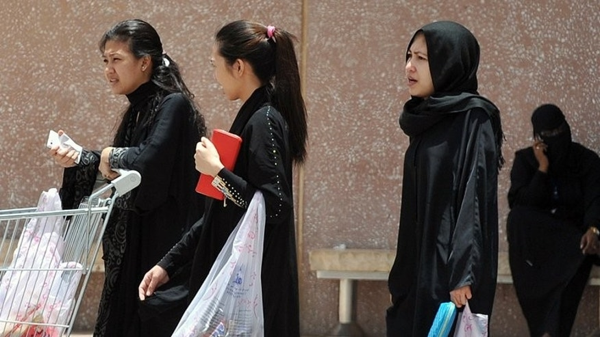 Filipina maids carry shopping bags as they walk out of a mall in Riyadh on June 12, 2013. King Abdullah announced an amnesty on April 3 granting foreign workers three months to regularise their residency or leave the oil-rich Gulf monarchy to avoid being blacklisted or jailed and fined.