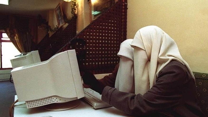 Two Jordanian university students surf the web at an internet cafe in Irbid, on January 23, 2001. The Jordanian government has blocked 254 unlicensed news websites, 16 of them in the previous two days, using powers under a 2012 law criticised as a threat to freedom of expression.