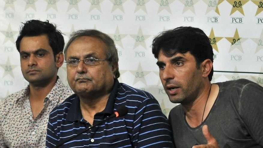 Pakistan ODI captain Misbah-ul Haq (right) sits with chief selector Iqbal Qasim (centre) and Twenty20 skipper Mohammad Hafeez as he speaks during a news conference in Lahore on July 3, 2013. Qasim has asked to step down at the end of his tenure, he said, denying any rift with the national team's captain and coach.