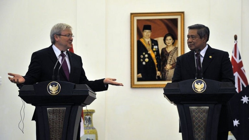 Australian newly reinstated Prime Minister Kevin Rudd (left) and President Susilo Bambang Yudhoyono give a joint press conference at the Presidential Palace in Bogor, southern Jakarta, on July 5, 2013. The two on Friday backed talks with originating countries to try to stem a tide of asylum-seeker boats staging perilous journeys to Australia.