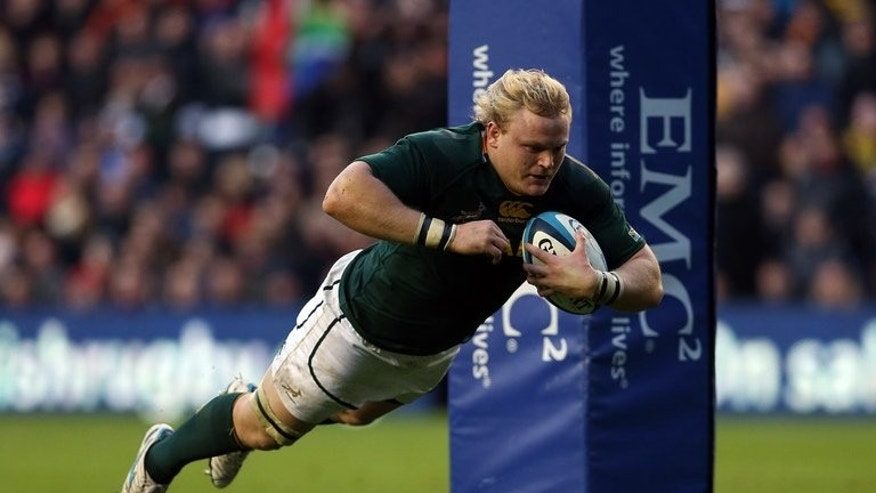 Adriaan Strauss scores in Edinburgh on November 17, 2012. Central Cheetahs of South Africa overcame an early hiccup to defeat Auckland Blues of New Zealand 34-13 Saturday and reach the Super 15 play-offs for the first time.
