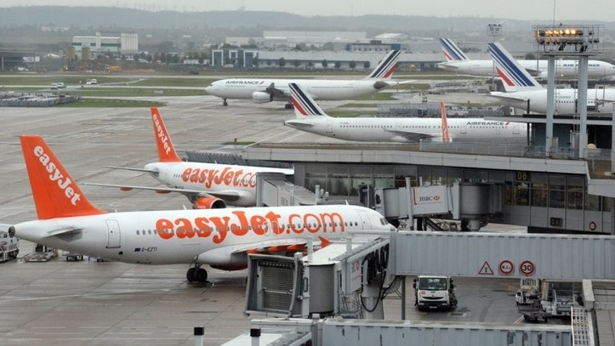 Shareholders in British no-frills airline EasyJet voted in favour of its deal to buy 135 Airbus single-aisle A320 passenger planes, defying objections from founder Stelios Haji-Ioannou.